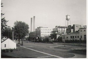 An early photo of the H.J. Heinz Company in Leamington. Located on Erie and Oak Street.